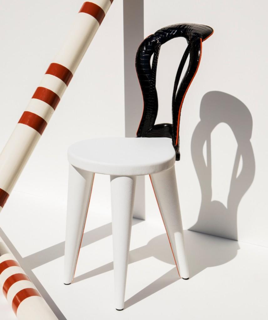 Saddle bow chair photo - Credits Jonathan Frantini