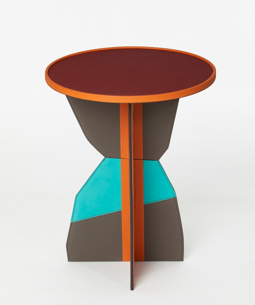 pedestal in leather
